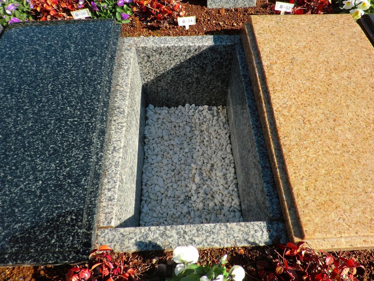 藤枝市葉梨の里霊園のガーデニング葬慈光苑のお墓内部